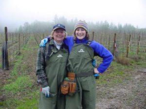 women vine pruners